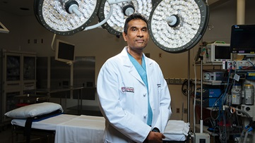 Dr. Valluvan Jeevanandam, one of the best heart transplant surgeon in the Chicago area